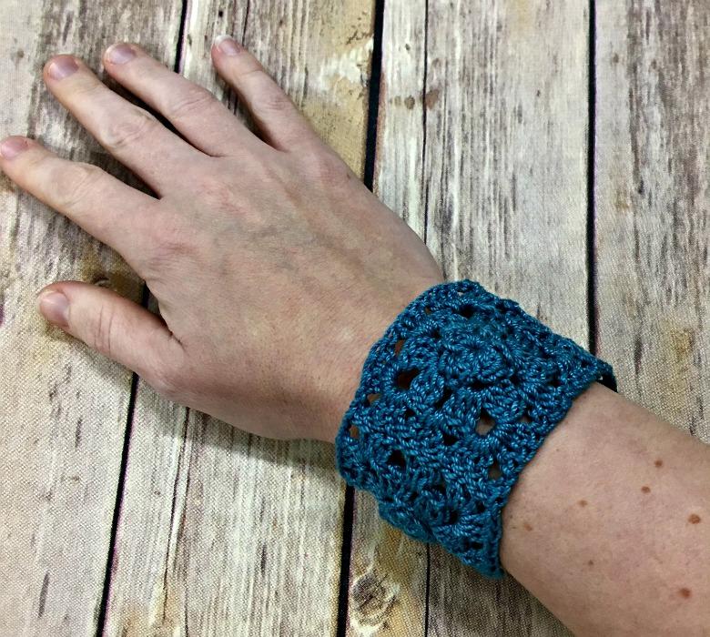 Free Crochet Pattern - La Plage Bracelet
