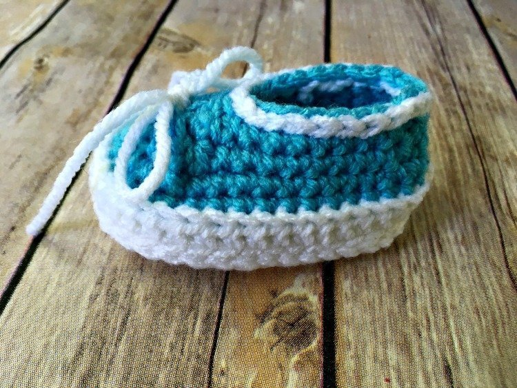 Free Crochet Pattern - Simple Baby Slip-On Booties
