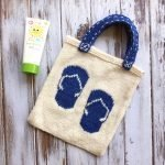 Learn how to knit the flip flop tote with this free pattern from Love.Life.Yarn
