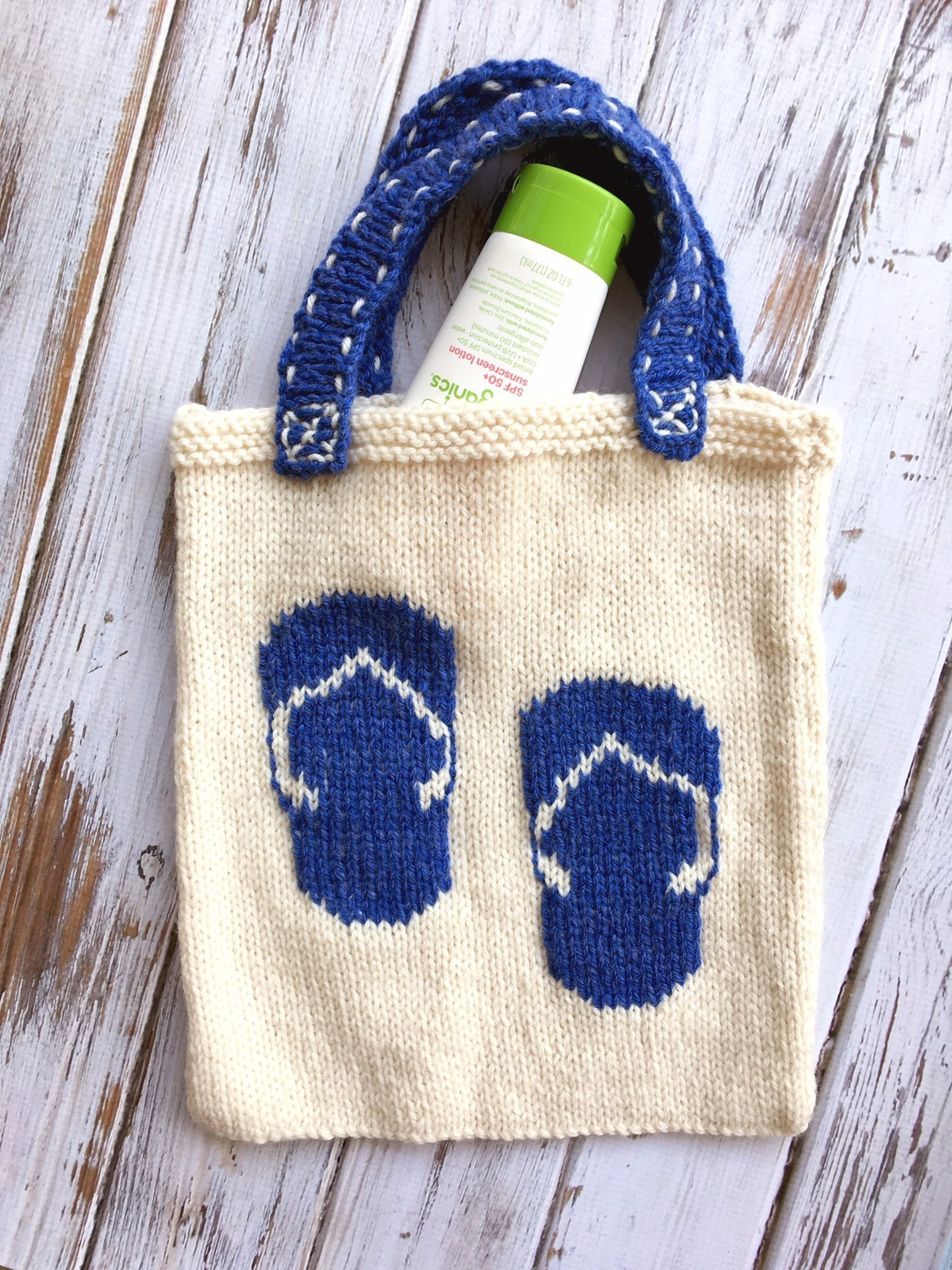 Learn to knit this flip flop tote