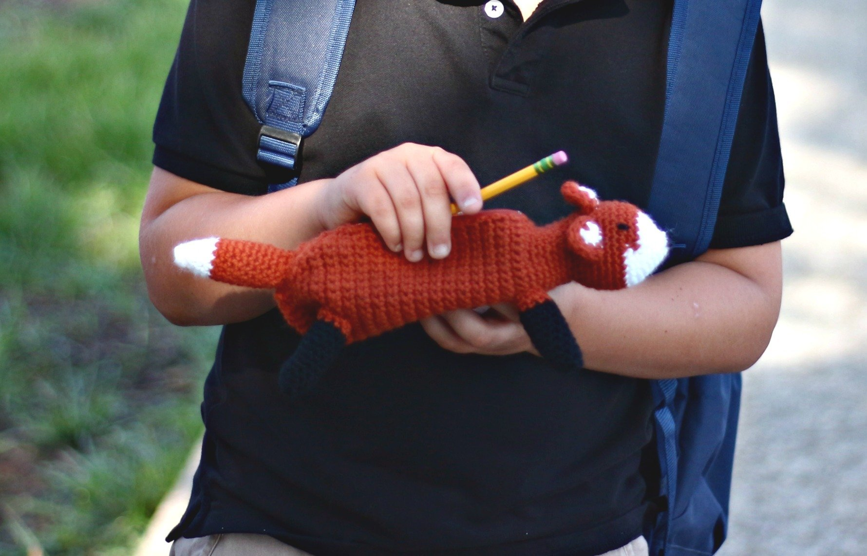 What a cute little pencil case! The fox pencil case is a FREE crochet pattern!