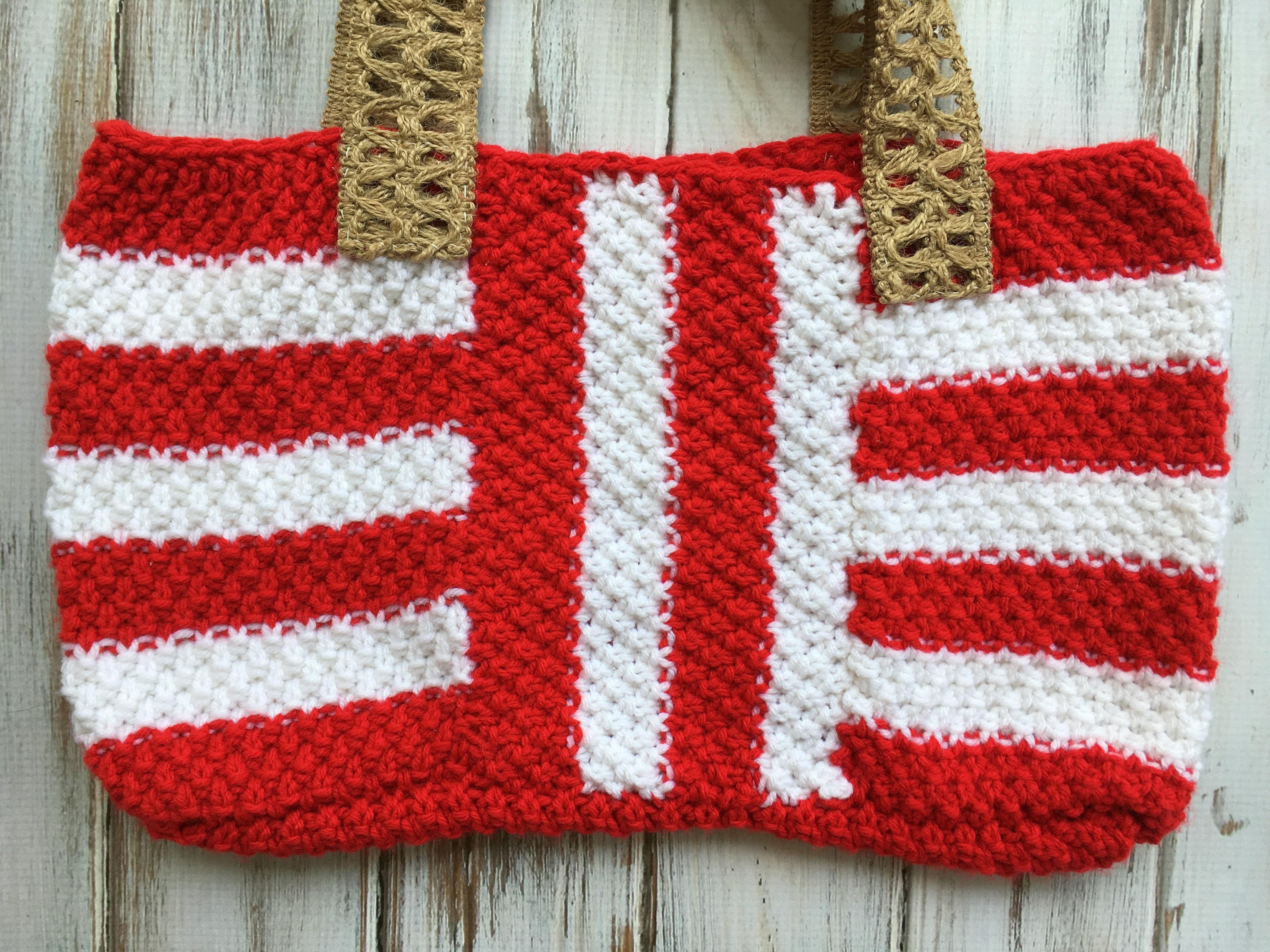 How to knit this easy fun striped summer tote! Free pattern!
