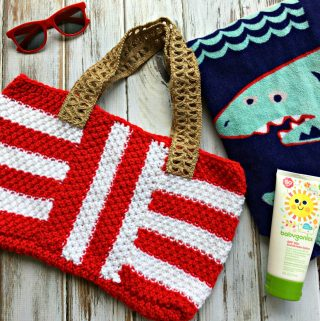 Knit an easy summer tote with the free knitting pattern for the Striped Summer Tote on Love.Life.Yarn