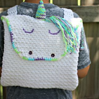 Crochet this easy and fast unicorn backpack with this free crochet pattern