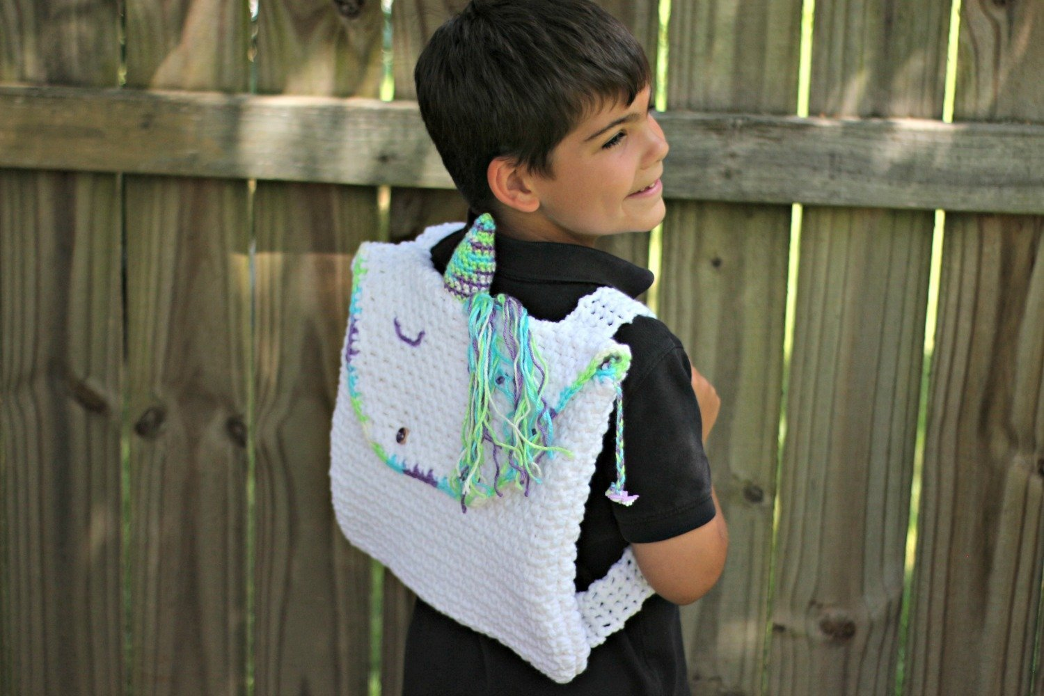 How to crochet an easy unicorn backpack with a free crochet pattern