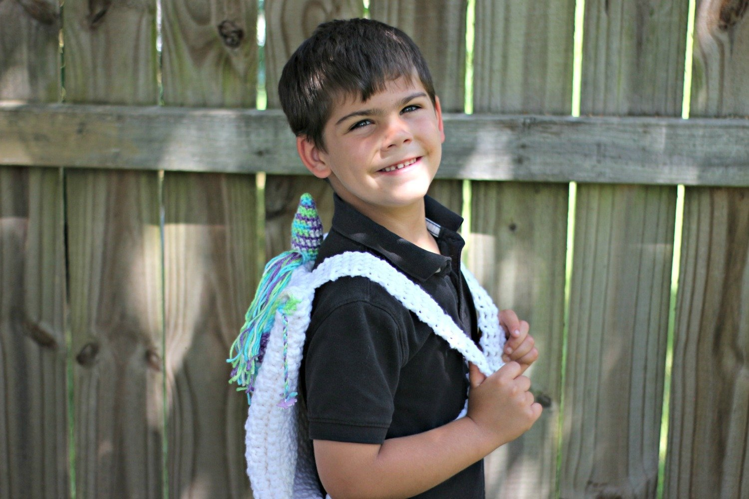 How to crochet an easy unicorn backpack with this free crochet pattern
