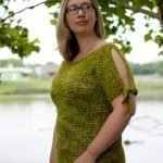Free crochet pattern for a cold shoulder sweater