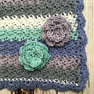 Learn to crochet a small carnation with this free and easy video tutorial from Love.Life.Yarn