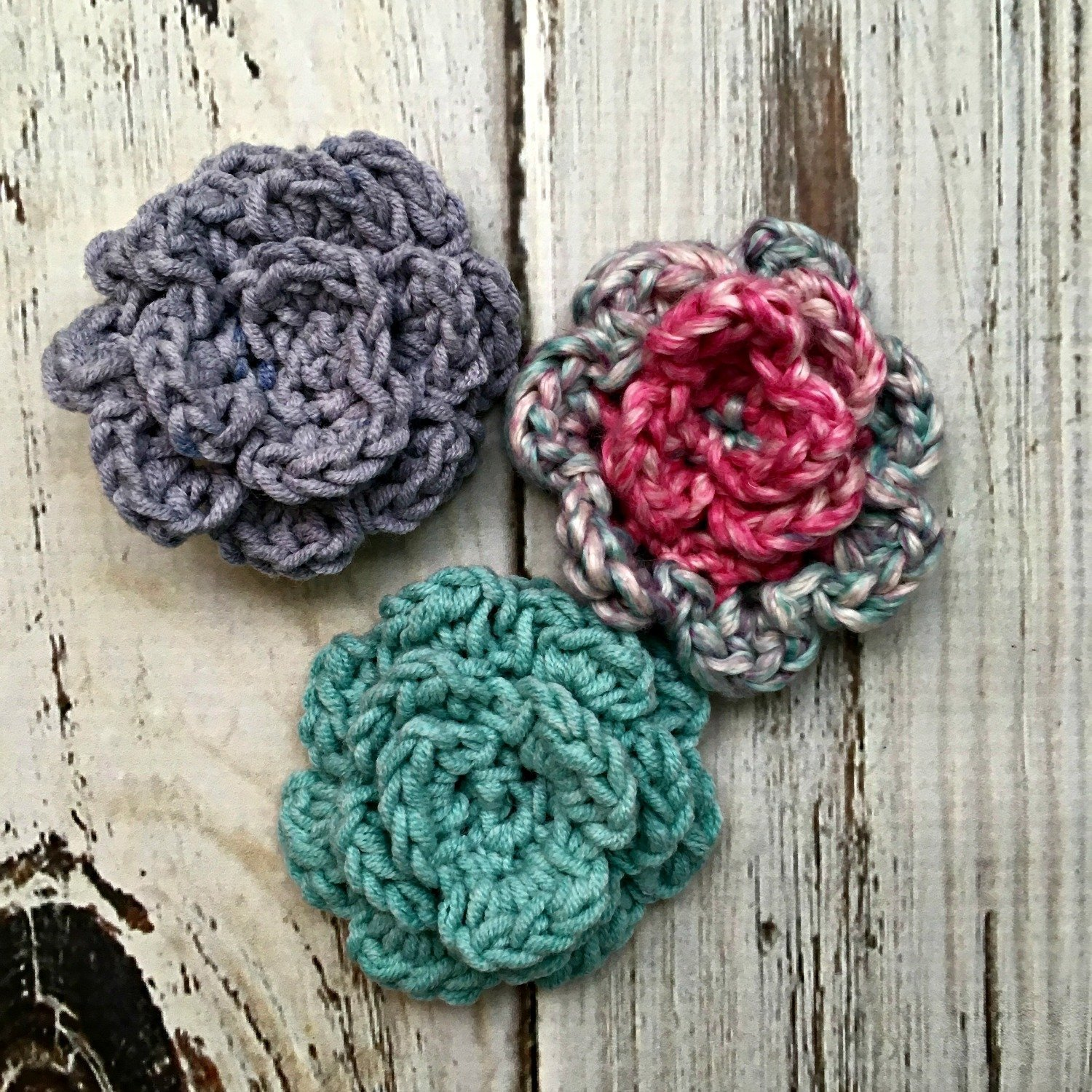 Learn to crochet these small carnations with this free and easy video tutorial from Love.Life.Yarn