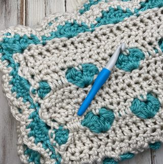 Be Still My Heart! This blanket uses a simple heart stitch to create this simple heart pattern. Free crochet pattern!